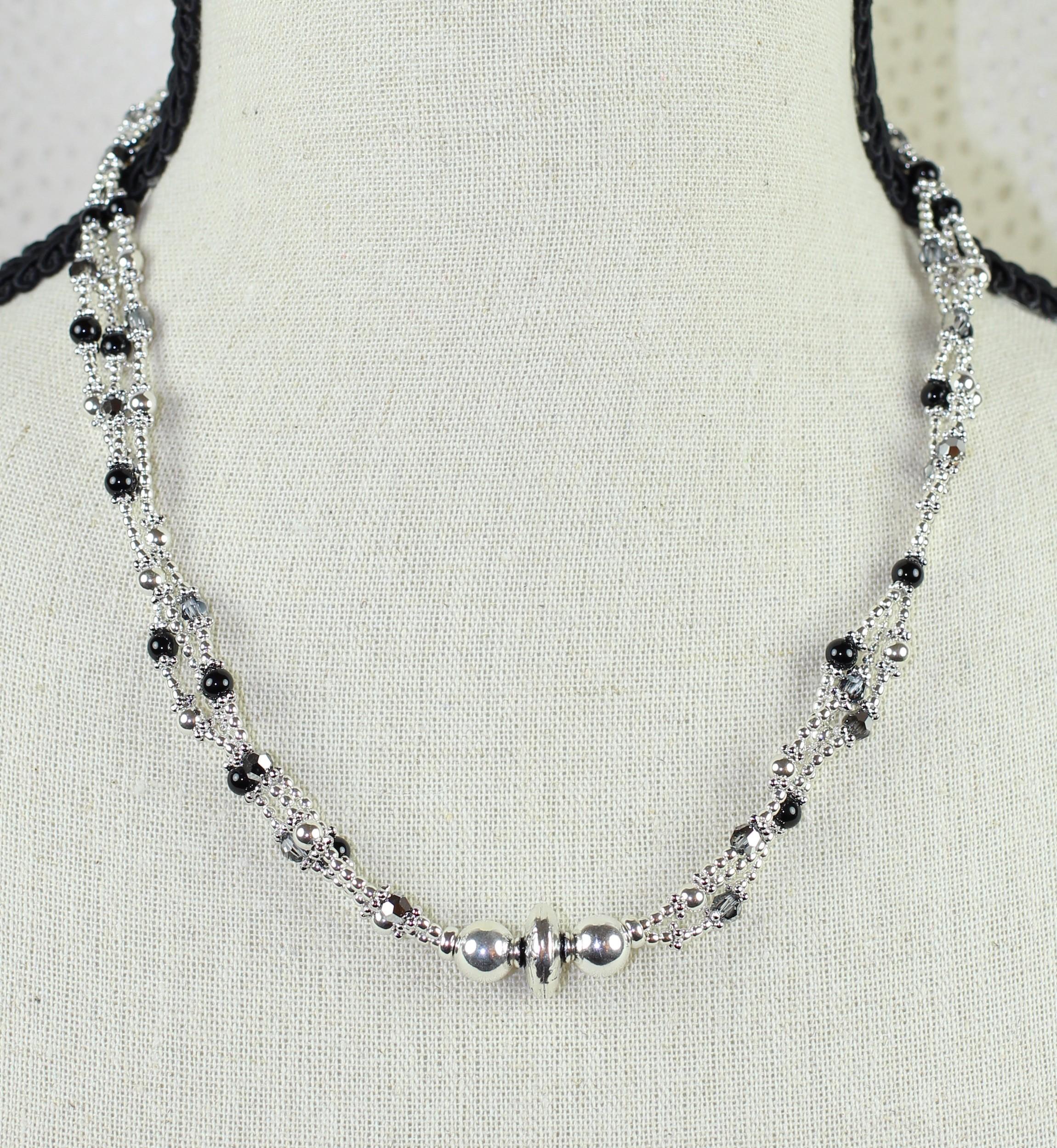 collier en perles d 39 onyx cristal de swarowski et argent 925. Black Bedroom Furniture Sets. Home Design Ideas